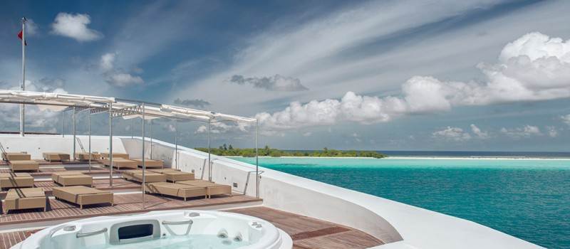 Diving Maldives from a luxury liveaboard